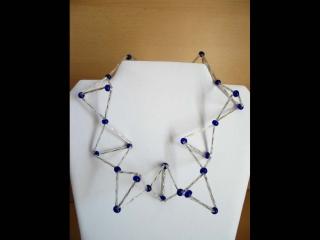Kette in Molekül Optik mit Stift- und Glasperlen; silber-blau - Handarbeit kaufen