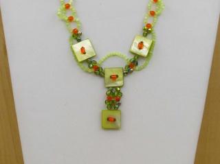 Y-Kette mit Knöpfen, Glasperlen und Stiftperlen, grün-orange