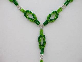 Y-Kette mit Kreuzknoten aus Stiftperlen, grün - Handarbeit kaufen