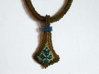 Kette Kate klein; olivgrün-türkis  - Handarbeit kaufen