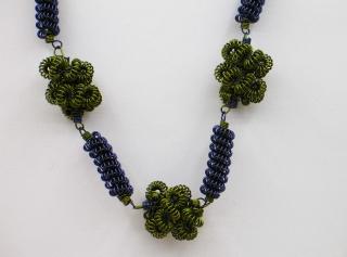 30% reduziert - Kette aus Drahtspiralen; blau-olivgrün - Handarbeit kaufen