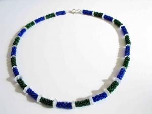 15% reduziert - Kette mit Röllchen aus 2,3mm großen Rocailles; blau-grün - Handarbeit kaufen