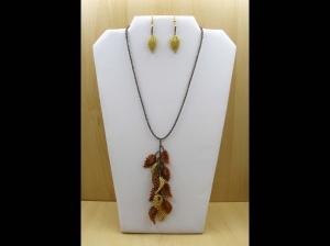 herbstliches Schmuckset mit Blättern aus 2,3mm Rocailles, mittig angeordnet; gold-bronze; Kette + Ohrringe - Handarbeit kaufen
