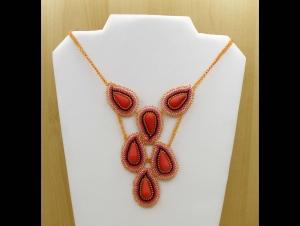 Paisley Collier aus Rocailles und Glasperlen; apricot-koralle - Handarbeit kaufen