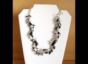 Blättertraum - Collier mit Blättern; schwarz-weiß-silber - Handarbeit kaufen