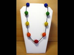 Kette mit gehäkelten Perlen aus Rocailles + Stiftperlen; bunt-schwarz - Handarbeit kaufen