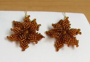 Ohrringe mit Blüten aus Rocailles und Glasperlen; braun-gold - Handarbeit kaufen
