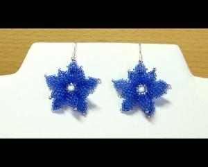 Ohrringe mit Blüten aus Rocailles; blau-weiß - Handarbeit kaufen