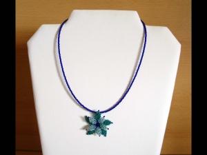 Kette mit Blüte aus Rocailles; türkis-blau - Handarbeit kaufen