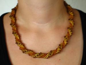 Häkelkette Spirale umwickelt aus Rocailles; gold-braun - Handarbeit kaufen