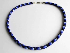 Häkelkette Karos schmal aus Rocailles - blau, schwarz