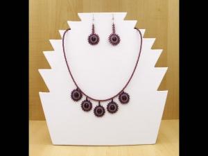 Schmuckset mit Kreisen aus Rocailles & Glasperlen in amethyst Farben; Collier und Ohrringe