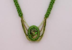 Kette mit Jaspis Meeressediment Cabochon; grün
