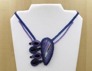 Paisley Kette mit Achatscheibe, Rocailles und Glasperlen; violett-schwarz - Handarbeit kaufen