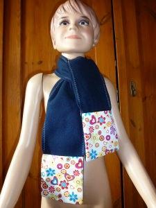 Kinderschal mit Tasche