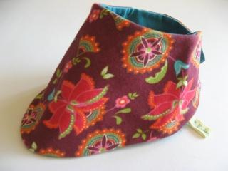 Blumiges Halstuch mit Blütenranken bordeaux / handgenähtes Einzelstück