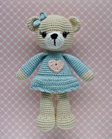 Häkelspielzeug  Kuscheltier Häkeltier Bärenmädchen Amelie creme/hellblau