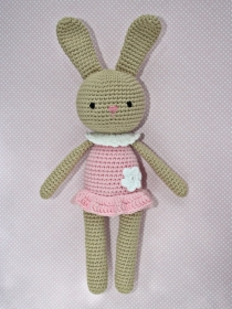 Häkeltier Häkelhase Hasenmädchen Maja sand/rosa aus Baumwolle Handarbeit  - Handarbeit kaufen