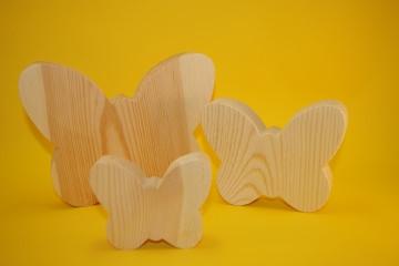 Schmetterlinge aus Kiefernholz