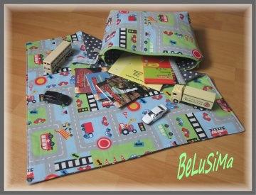 Kleine Auto-Spieldecke im Pocket-Format, 50 x50 cm, mit großer Aufbewahrungstasche für viele Autos, Handarbeit mit ♥ von Belusima
