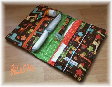 Windeltäschchen mit niedlichem Giraffenmotiv, braun- orange-grün, Handarbeit mit ♥ von Belusima, Geschenk zur Geburt