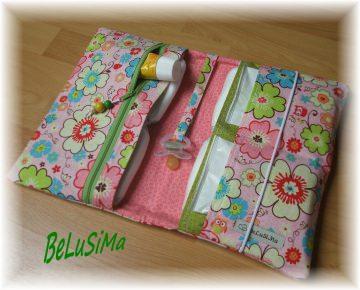 Windeltäschchen mit Eulchen- und Blumenmotiv, rosa-grün / Handarbeit ♥  von Belusima, Geschenk zur Geburt