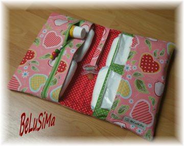 Windeltäschchen mit hübschen Apfel-Motiv, grün-rot, Handarbeit ♥ von Belusima, Geschenk zur Geburt
