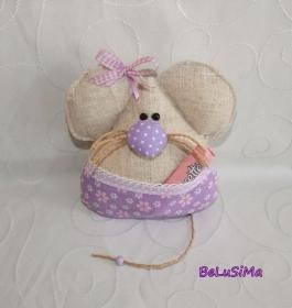 Mäuschen fliederfarben mit Taschenversteck für Süßes, Gutschein oder Geldgeschenk, Handarbeit mit ♥ von Belusima