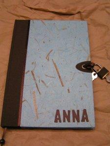 Tagebuch mit Schloss in Naturpapier Hellblau und personalisiert