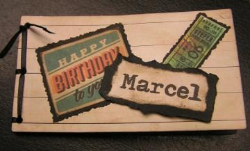 Ein Gutscheinbuch gefüllt mit 10 Blanko-Gutscheinen Happy Birthday