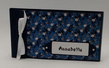 Kleines Gutscheinbuch gefüllt mit 5 Blanko-Gutscheinen und Karte
