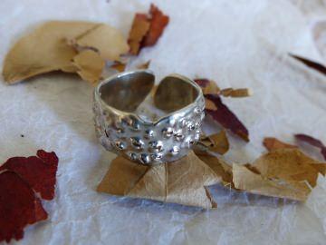 Ring mit ausgefallenem Design - Handarbeit kaufen