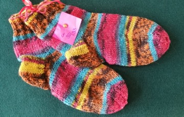 Handgestrickte Socken für Kinder aus hochwertiger Wolle - Handarbeit kaufen