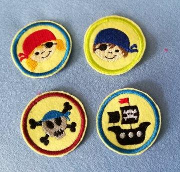 Stickapplikation, 4-Set  Buttons zum Aufbügeln - sie verschönern alles und sie sind ein lustiges kleines Geschenk für jeden Anlass