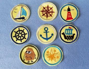 Stickapplikation,4-Set  Buttons zum Aufbügeln - sie verschönern alles und sie sind ein lustiges kleines Geschenk für jeden Anlass   - Handarbeit kaufen