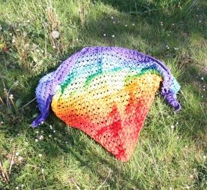 farbenfrohes gehäkelte Dreieckstuch,Baumwolle,wunderbarer und einzigartiger Farbverlauf  - Handarbeit kaufen