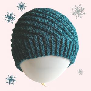 gestrickte Mütze mit einem aufwendig gefertigten Muster in dunkelgrün , Kopfumfang 54-62cm  - Handarbeit kaufen