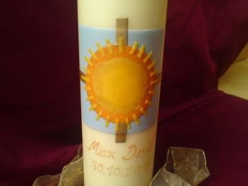 Selbst verzierte Taufkerze mit Sonne und Kreuz - Handarbeit kaufen