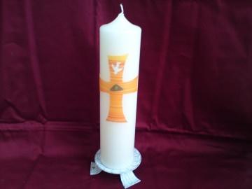 Schöne Taufkerze mit großem orangefarbenen Kreuz - Handarbeit kaufen
