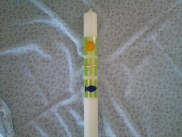 Taufkerze mit christlichen Symbolen auf grünen Quadraten - Handarbeit kaufen