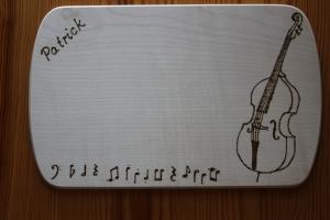 Frühstücksbrettchen für Musiker mit Kontrabass - Handarbeit kaufen