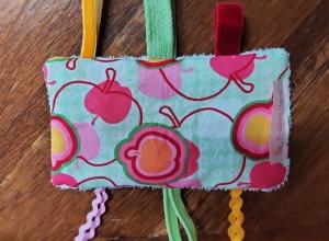 Knistertuch Fummeltuch Schmusetuch Babyspielzeug Apfel rosa grün - Handarbeit kaufen