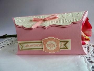 Große Pillowbox Verpackung zur Geburt/Taufe in rosa für ein Mädchen - Handarbeit kaufen