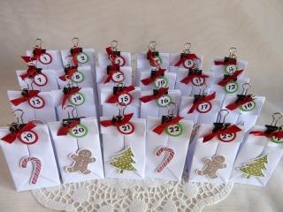 Adventskalender hergestellt aus 24 kleinen Falttütchen - Handarbeit kaufen