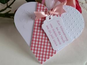 Gastgeschenk zur Taufe im Organzasäckchen mit 5 Mandeln für ein Mädchen - Handarbeit kaufen