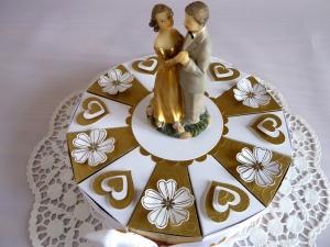 Schachteltorte in weiß/gold , 23cm/zur goldenen Hochzeit *von IdeenOase*   - Handarbeit kaufen