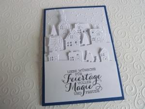 Weihnachtskarte in weiß mit blauer Umrandung, Winterdorf