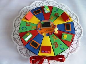 Schachteltorte zur Einschulung, erster Schultag, Geldgeschenktorte 23cm Ø, in Regenbogenfarben