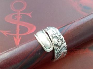 Besteckschmuck Ring ♥  Flora Ring  aus einem Löffel Größe 57 Stielende