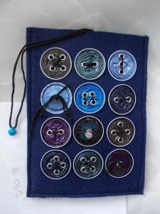 Hülle Case Etui Tasche für E-Book-Reader aus Filz und Nespresso-Kapseln-Knöpfen  ♥ *bluecap* blau - Handarbeit kaufen